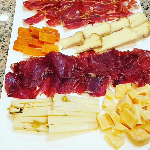 Venta de tablas de quesos jamones y embutidos en Gijón Asturias